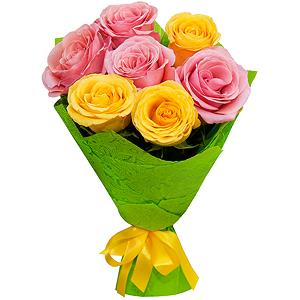 Букет из 7 розовых и желтых роз с доставкой в Новосибирске
