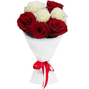 Букет из 7 красных и белых роз с доставкой в Новосибирске